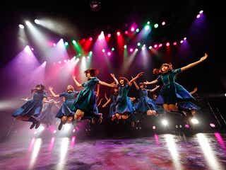 欅坂46「サイマジョ」聖地に凱旋 至近距離ライブに熱狂