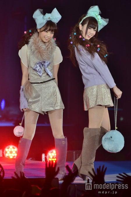 「GirlsAward 2012 AUTUMN/WINTER」でランウェイデビューを果たした西野七瀬、白石麻衣
