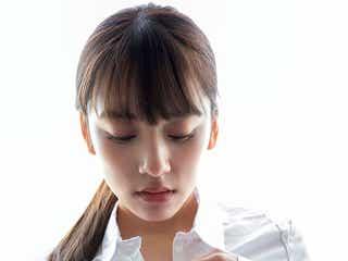 都丸紗也華、美バスト強調のセクシー白シャツで悩殺