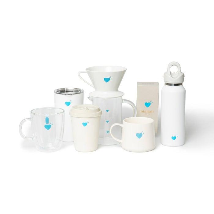 左から:DOUBLE WALL GLASS MUG HM 3,740円、COMMUTER CUP HM 3,740円、ECO CUP HM 2,090円、COFFEE DRIPPER HM 2,750円、COFFEE CARAFE HM 2,090円、KIYOSUMI MUG HM 2,310円、INSTANT COFFEE HM 1,620円、GO BOTTLE HM 6,270円/画像提供:Blue Bottle Coffee Japan