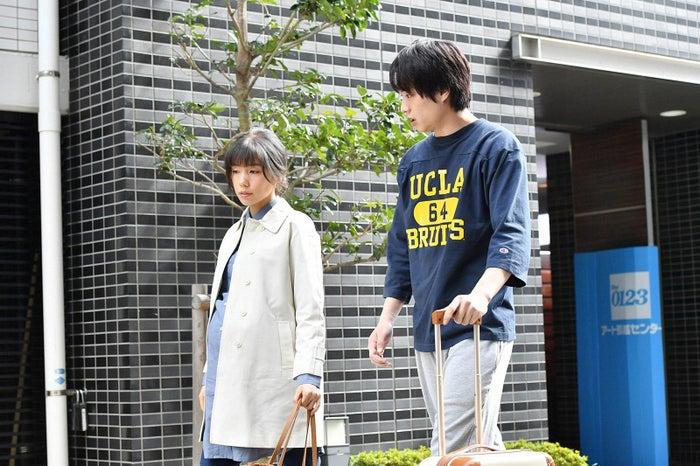 仲里依紗、鈴木伸之/「あなたのことはそれほど」第2話より(画像提供:TBS)