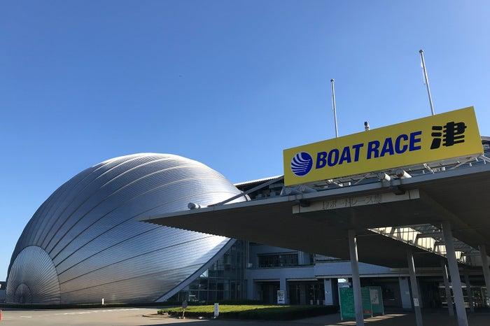 大きな球体のデザインが目を引くボートレース津/提供画像