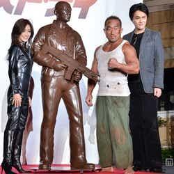 (左から)酒井法子、角田信朗、野沢聡