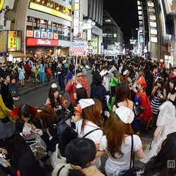 ゲームセンターのプリクラには長蛇の列/渋谷の街の様子