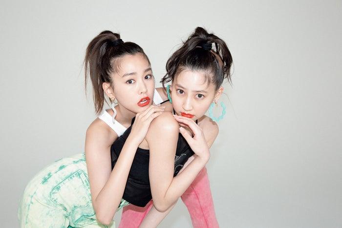 桐谷美玲、河北麻友子/「ViVi」6月号より(画像提供:講談社)