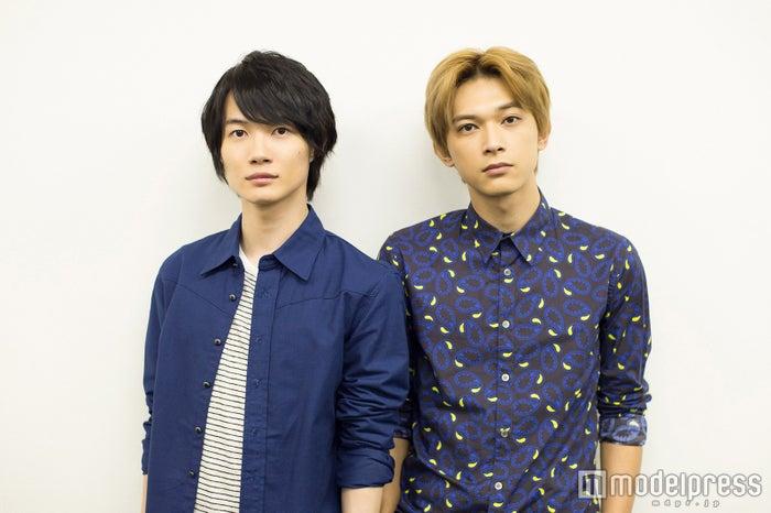 モデルプレスのインタビューに応じた(左から)神木隆之介、吉沢亮(C)モデルプレス