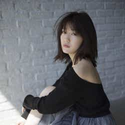 モデルプレス - 渡辺麻友、背中見えドレス&大人な表情 AKB48卒業後の胸中も「喪失感というか、さみしいな」