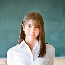 欅坂46小林由依、金髪姿に反響「破壊力半端ない」「似合ってる」