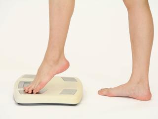 むくみによる体重増加は生活習慣の見直しで改善&予防しよう!