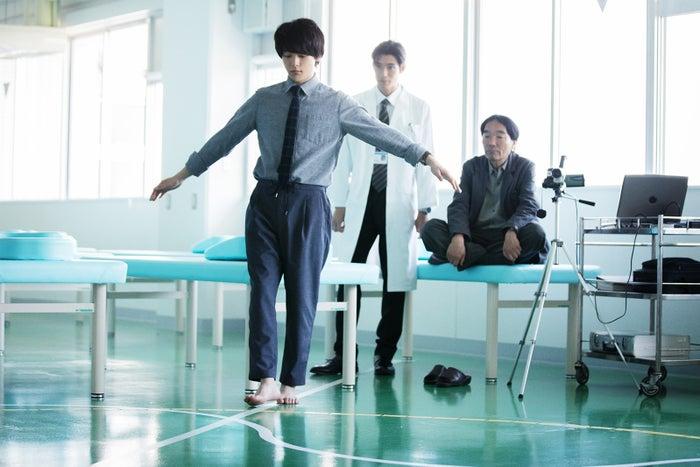 中村倫也(C)2020『水曜日が消えた』製作委員会