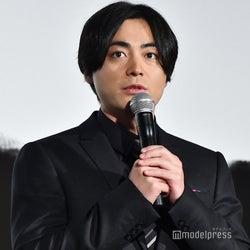 山田孝之「マッケン好きなので」出演していない新田真剣佑の映画もアピール<50回目のファーストキス>