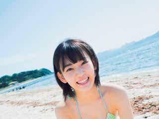 "HKT48宮脇咲良、キュートな水着&制服姿でみずみずしい""さくら""満開"