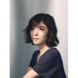 松岡茉優「自分でも見たことの無い表情」 すっぴん素肌撮影で明かされた、揺れる思いとは