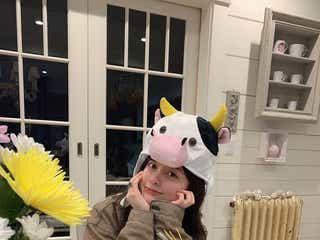"""橋本環奈「可愛すぎて罪」「新年から眼福」""""牛の被り物""""ショットにファン悶絶"""
