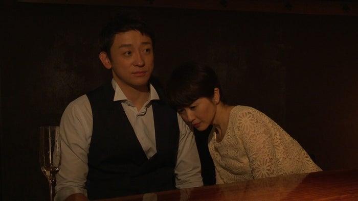 山本耕史、三浦理恵子(C)「抱かれたい12人の女たち」製作委員会