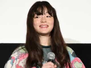 モトーラ世理奈、西島秀俊&三浦友和からの称賛にハニカミ!