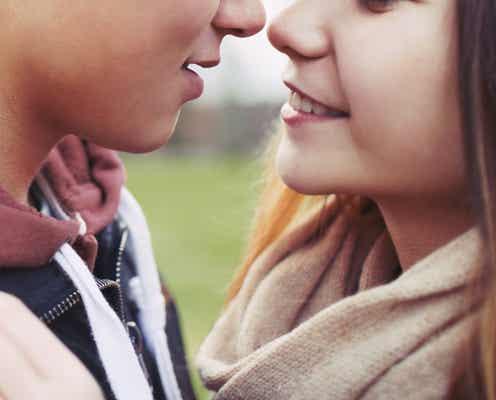 キスのとき「目を閉じて」という男女 その理由を聞いてみた