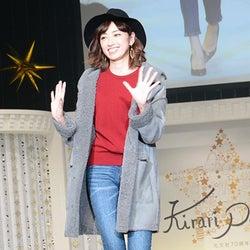 モデル仁香、脚線美強調で美プロポーションをアピール