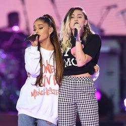 <ライブレポート>アリアナ・グランデ「Break Free」で号泣 英テロ慈善ライブに5万人 ファレル&マイリー、リアム&コールドプレイ、ジャスティンに涙「One Love Manchester」>