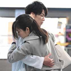 佐藤健、蓮佛美沙子/「恋はつづくよどこまでも」第6話より(C)TBS