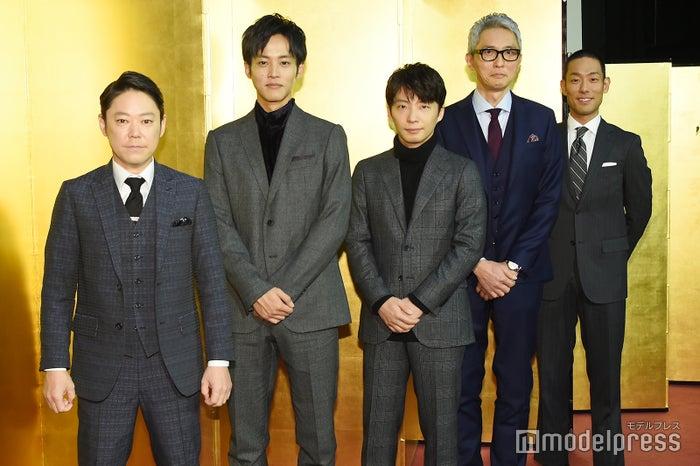 (左から)阿部サダヲ、松坂桃李、星野源、松重豊、中村勘九郎(C)モデルプレス