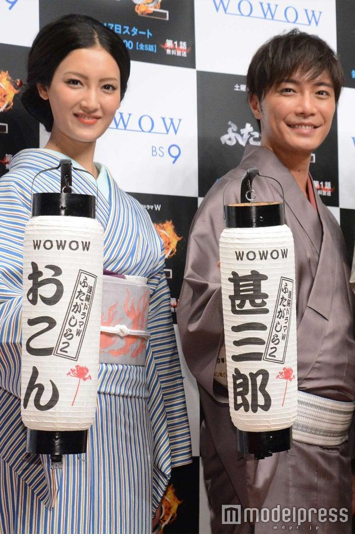 菜々緒(左)、成宮寛貴(右)との濃厚ラブシーンを回顧(C)モデルプレス