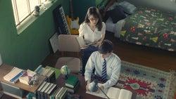 泉里香、濱田龍臣/「家庭教師」篇より(提供写真)
