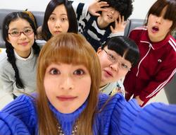 """芳根京子、月9ドラマ『海月姫』女装姿の瀬戸康史&""""尼〜ず""""自撮り写真を公開"""