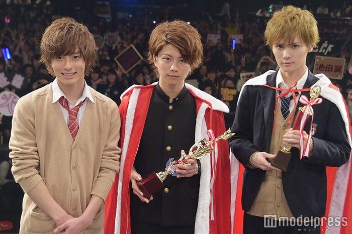 左から:審査員特別賞・池田翼くん、グランプリ・若槙太志郎くん、準グランプリ・池添俊亮くん(C)モデルプレス