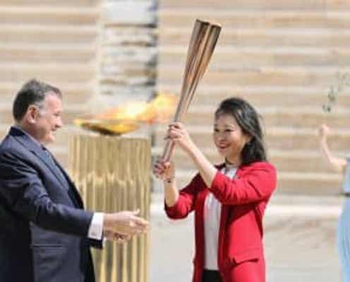 五輪聖火、日本側に引き継ぎ アテネの競技場、異例の無観客で