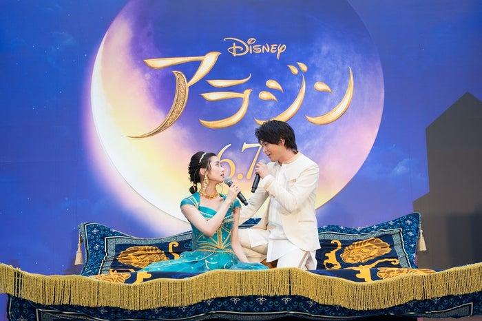 木下晴香&中村倫也(C)2019 Disney Enterprises, Inc. All Rights Reserved.