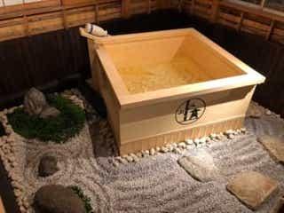 露天風呂に地酒、ホームシアターまで♡ 贅沢すぎる一棟貸しの宿が大阪にオープン!