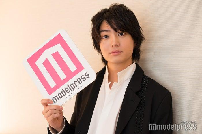 モデルプレスのインタビューに応じた健太郎(C)モデルプレス