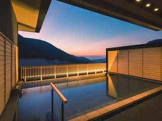 「箱根・強羅 佳ら久」露天風呂付客室で名湯を独り占め、共用テラスやラウンジも
