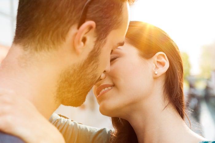 キス を する 度 に 目 を 閉じ てる の は