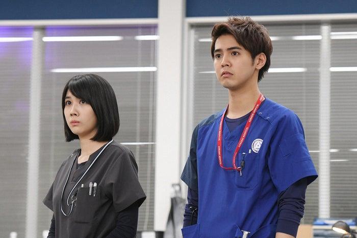 松本穂香、片寄涼太/「病室で念仏を唱えないでください」第5話より(C)TBS