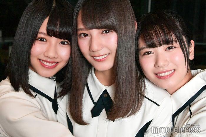 モデルプレスのインタビューに応じた(左から)渡邉美穂、小坂菜緒、丹生明里(C)モデルプレス