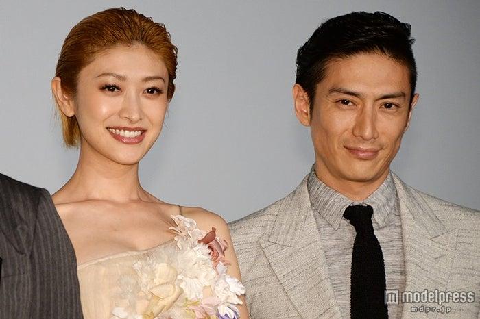 「新宿スワン」完成披露試写会に出席した(左から)山田優、伊勢谷友介【モデルプレス】