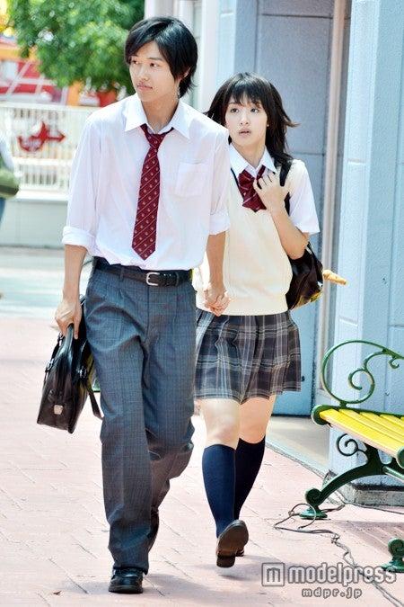 映画「L・DK」の撮影に臨んだ山崎賢人、剛力彩芽/18日、よこはまコスモワールドにて