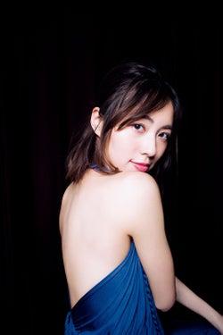 """SKE48松井珠理奈、大人フェロモンたっぷり美背中あらわ 二十歳最後の""""夜デート""""を撮り下ろし"""