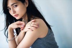 """山賀琴子、「JJ」レギュラーモデルに加入 """"日本一美しい女子大生""""から女優として活躍中<インタビュー>"""