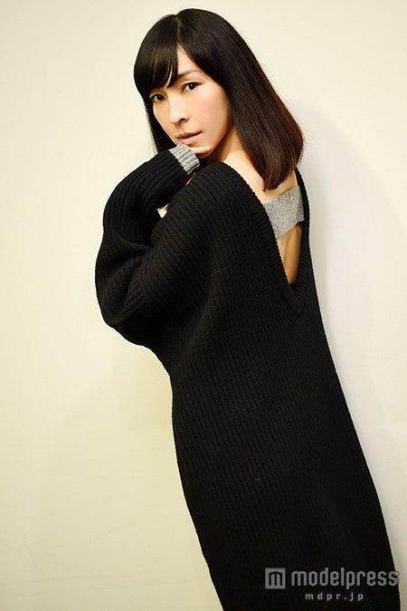 モデルプレスのインタビューに応じた麻生久美子【モデルプレス】