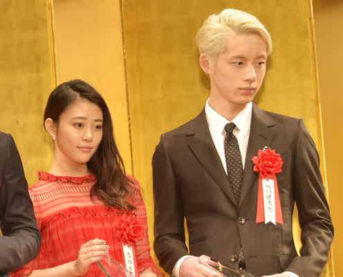 高畑充希&坂口健太郎、舞台裏での会話明かす 授賞式に揃って登場