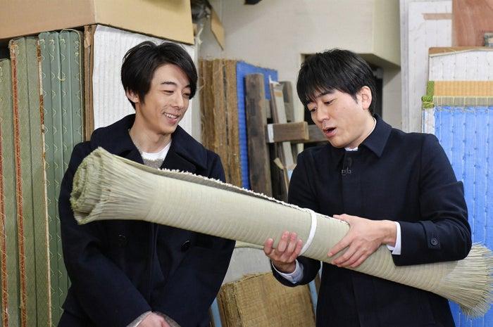 (左から)高橋一生、安住紳一郎アナ(TBS)