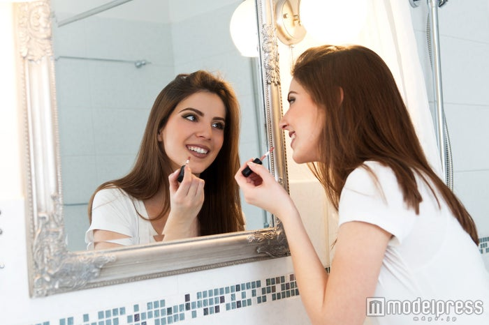 化粧崩れも一瞬でキレイに メイク直しを成功させるテクを伝授(photo by Tijana/Fotolia)