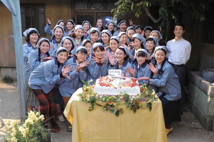 有村架純の24歳のバースデーをサプライズで祝福(画像提供:NHK)