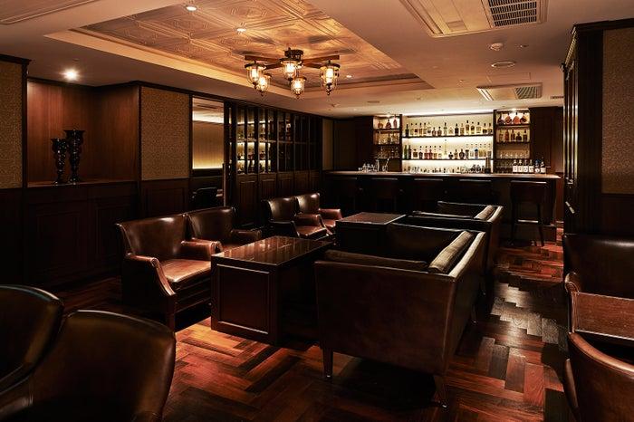 ラグジュアリーな雰囲気の漂う「ザ・バー」/画像提供:あさやホテル