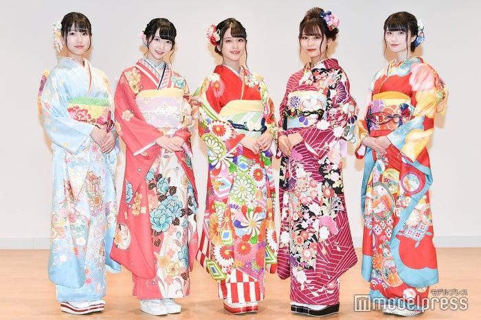 (左から)蟹沢萌子、谷崎早耶、佐々木舞香、大場花菜、菅波美玲 (C)モデルプレス