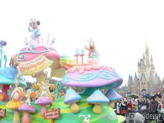 ディズニー・イースター、パレード初お披露目は雨天バージョン