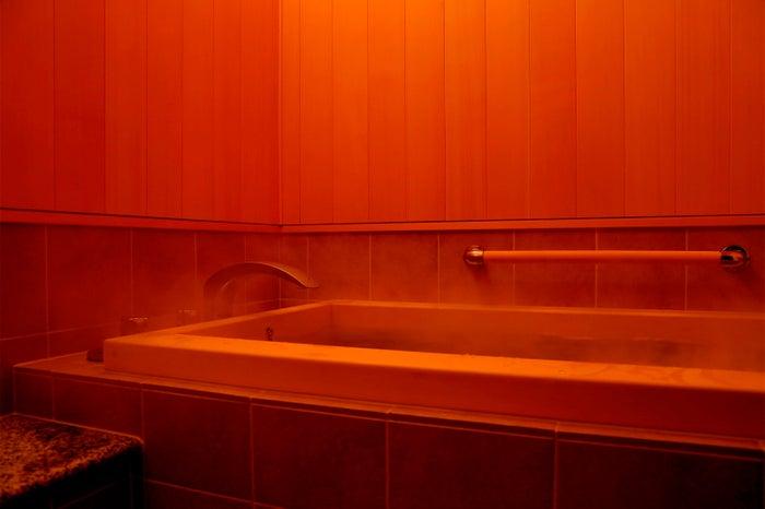 高野槇を使用した風呂/画像提供:ワコール